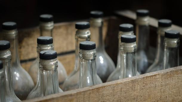 На Прикарпатті прокуратура виявила понад 20 тонн контрафактного спирту (фотофакт)