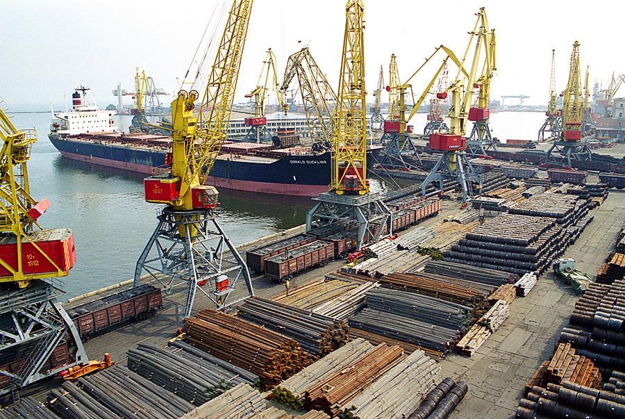 Одеський порт поповнився чотирма потужними перевантажувачами вартістю €6 млн